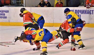 Ответили на провокацию. Украинцы побили венгров в конце хоккейного матча