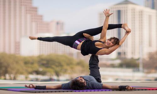 Йога для двоих - 10 упражнений для укрепления тела и доверия