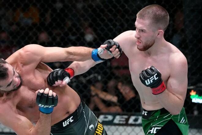 Украинец Шолинян проиграл дебютный бой в UFC по очкам