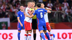 Група I. Влаштували суперечку. Польща врятувалася у кінці гри з Англією