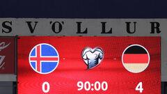 Група J. Наколотили чотири штуки. Німеччина розгромила Ісландію на виїзді