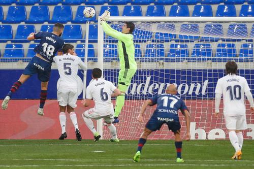 Уэска – Реал – 1:2. Спасительный дубль Варана. Видео голов и обзор матча
