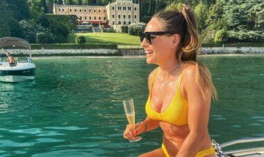 ФОТО. Карколомна Доротея Вірер у купальнику відпочиває на морі