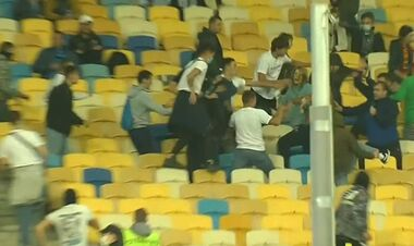 ВИДЕО. Фанаты Динамо устроили драку на стадионе