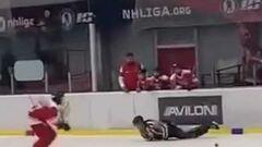 ВІДЕО. У Росії п'яний суддя влаштував цирк під час хокейного матчу
