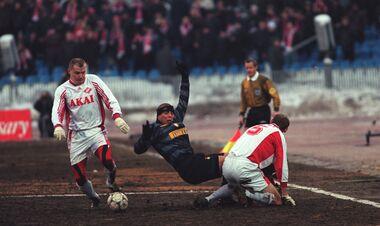 ВИДЕО. УЕФА поздравил Роналдо, вспомнив, как тот в болоте обыгрывал Спартак