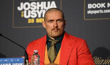 Усик провів прес-конференцію перед боєм з Джошуа українською мовою