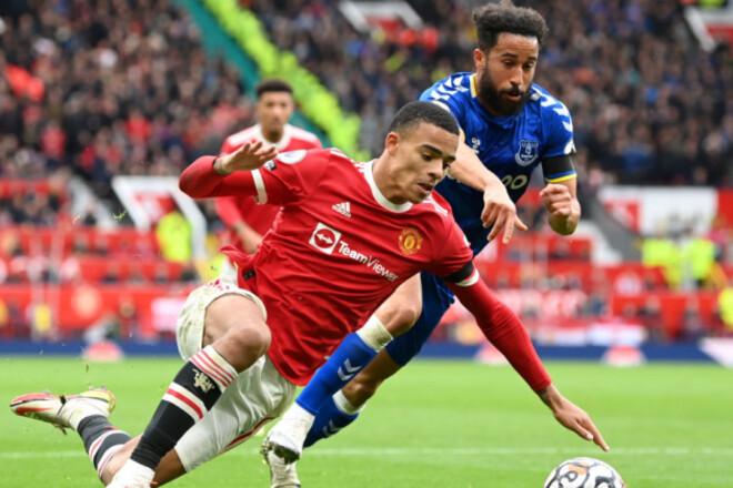 Манчестер Юнайтед и Эвертон сыграли вничью и догнали лидера