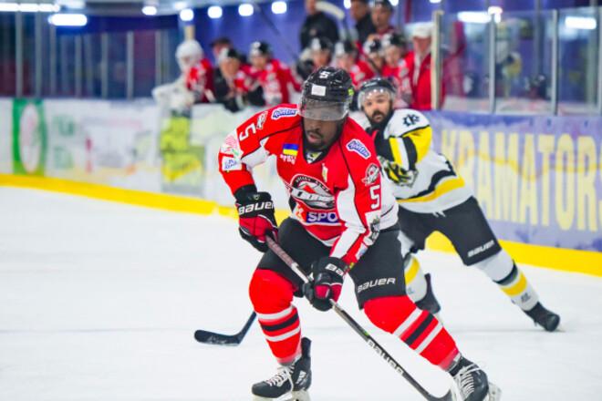 Темнокожий хоккеист Донбасса планирует покинуть Украину. Мечтает об НХЛ