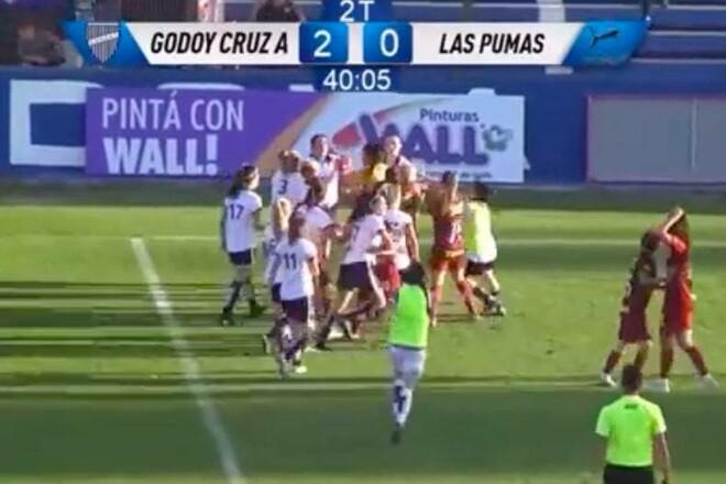 ВИДЕО. В Аргентине женские команды устроили большую драку на поле