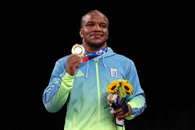 Беленюк продаст золотую олимпийскую медаль на аукционе