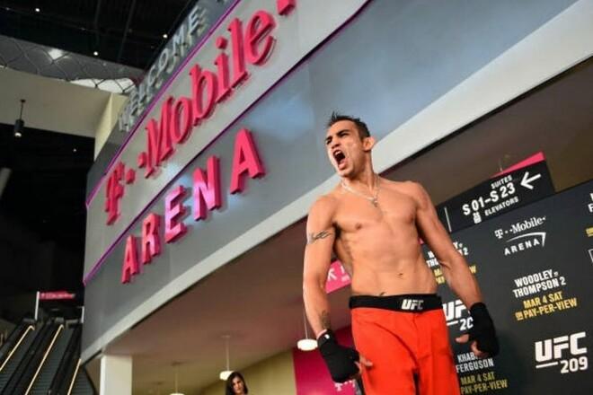 ВИДЕО. Известный боец UFC зажигательно станцевал в ринге