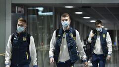 ФОТО. Піша прогулянка у аеропорту. Збірна України прибула до Гельсінкі
