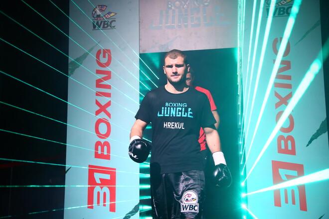 Участник отбора на Олимпиаду Грекул успешно дебютировал в профи-боксе