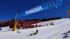 ВИДЕО. Битва подушками и гонки на лопатах: самые удивительные виды спорта