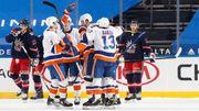 НХЛ. Дерби Нью-Йорка, 5 кряду победа Тампы, успехи Торонто и Эдмонтона