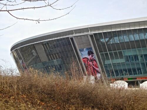 ФОТО. Заросла травой. Как ныне удручающе выглядит Донбасс Арена