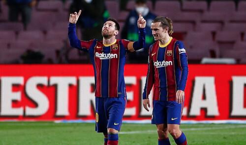 Дубли Месси и Тринкау, Барселона догнала Реал