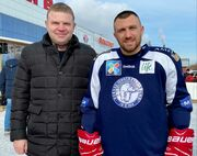 ВИДЕО. Вася, вернись! Ломаченко забросил бокс и сыграл в хоккей