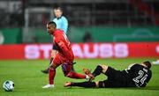 У Баварии потеря. Дуглас Коста получил травму на тренировке