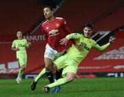 Манчестер Юнайтед справился с Ньюкаслом и идет вровень с Лестером