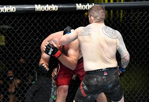 UFC. Алексей Олейник - Крис Докос. Видео нокаута