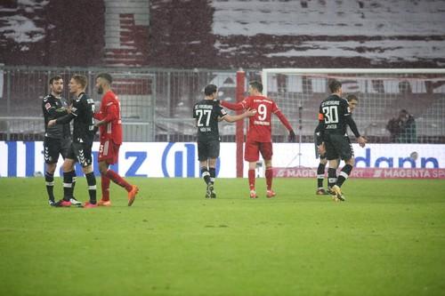 Баварія скористалася осічками основних конкурентів, обігравши Фрайбург