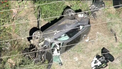 ВИДЕО. Искореженная машина. Видео с места аварии Тайгера Вудса