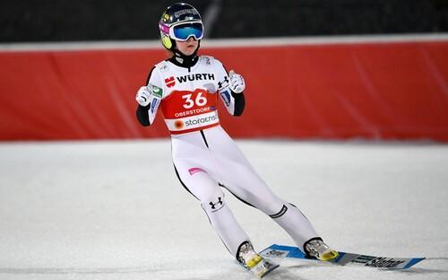Прыжки с трамплина. Эма Клинец – чемпионка мира на нормальном трамплине