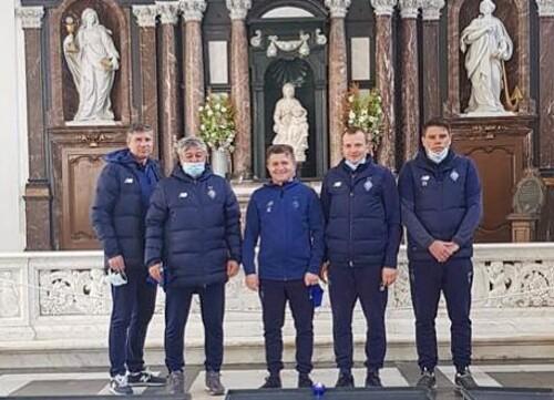 ФОТО. Помогло! Перед матчем Луческу сводил тренерский штаб в церковь