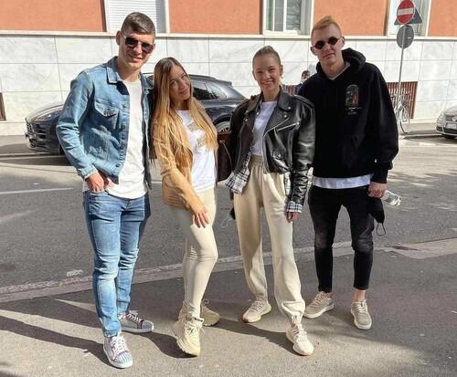 ФОТО. Наши в Бергамо. Прогулка Коваленко и Малиновского со спутницами