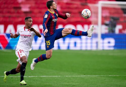 Барселона в гостях обыграла Севилью благодаря голам Дембеле и Месси