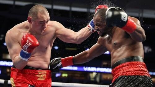ВИДЕО. Боксер пережил три нокдауна за три раунда и свел яркий бой к ничьей