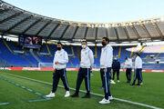 ФОТО. Скандал в Италии. Игроки Лацио вышли на поле, Торино не приехал