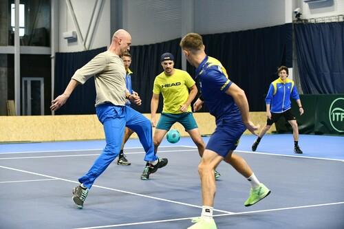 ФОТО. У що вони грали? Тенісисти збірної України провели дивний матч