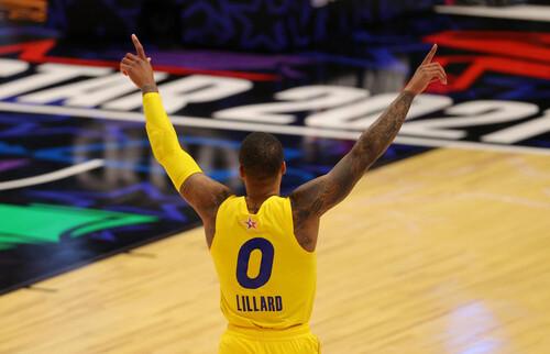 ВИДЕО. Лиллард с центра площадки и другие броски в топ-10 Матча звезд НБА
