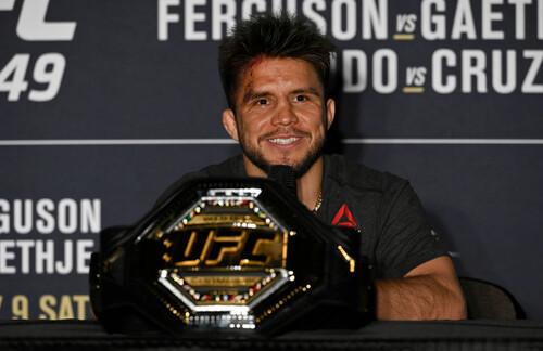 Екс-чемпіон UFC у двох дивізіонах відновлює кар'єру