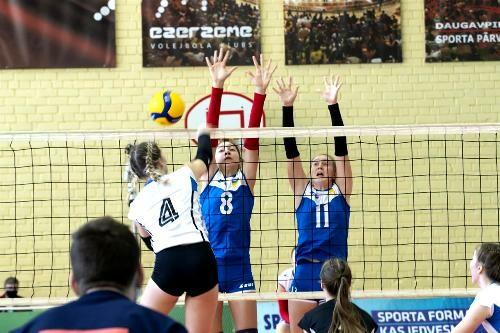 Украинские волейболистки U-16 проиграли стартовый матч EEVZA
