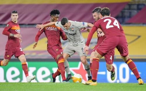 Попали в ловушку «волков». Шахтер провалил игру против Ромы в Риме