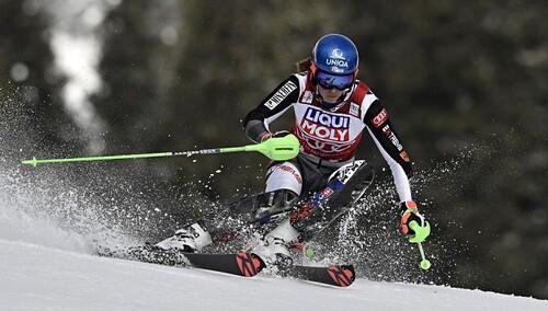 Горные лыжи. Влхова перехватила лидерство в Кубке мира