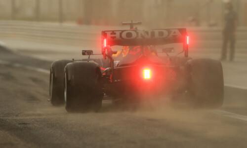 Проблемы Мерседеса и Феррари, буря в пустыне. Первый день тестов Ф-1