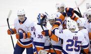 НХЛ. 9 подряд победа Айлендерс, успехи Колорадо, Каролины и Миннесоты