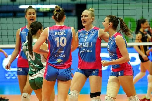 Итальянская Саугелла выиграла первый матч финала женского Кубка ЕКВ
