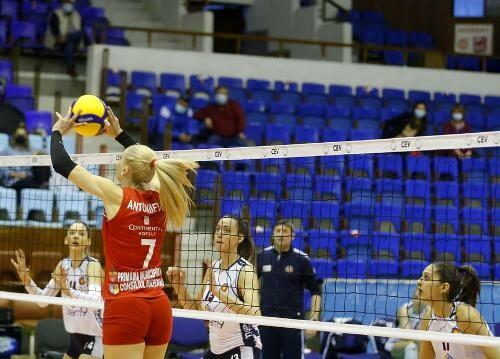 Турецкий Ешилюрт победил в первом финале женского Кубка Вызова