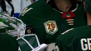 ВИДЕО. Чудо-сэйв! Как шайба наглухо застряла в маске голкипера НХЛ