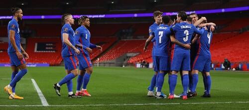 ФОТО. Российский судья встал на колено перед матчем Англия – Сан-Марино
