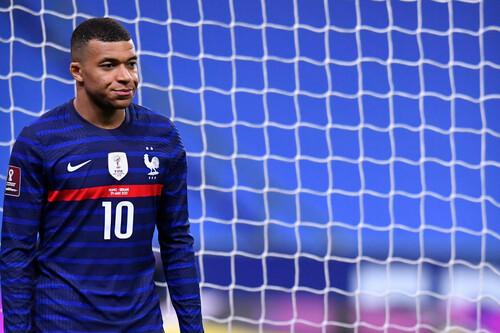 Франция обыграла Казахстан и возглавила турнирную таблицу группы D