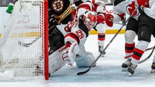 ВИДЕО. Гол или нет? Красивый сейв вратаря в матче НХЛ