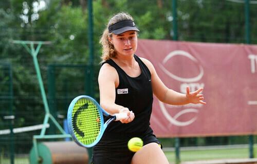Снигур пробилась в четвертьфинал 25-тысячника ITF в Дубае