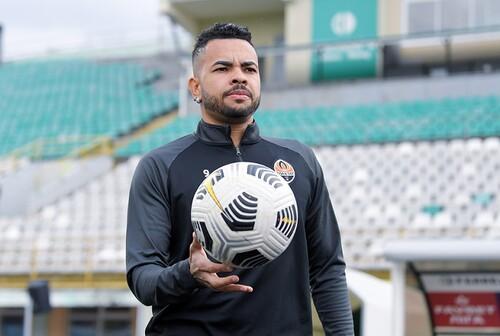 Агент Дентіньо: «Не ведемо переговорів з клубами з Бразилії»